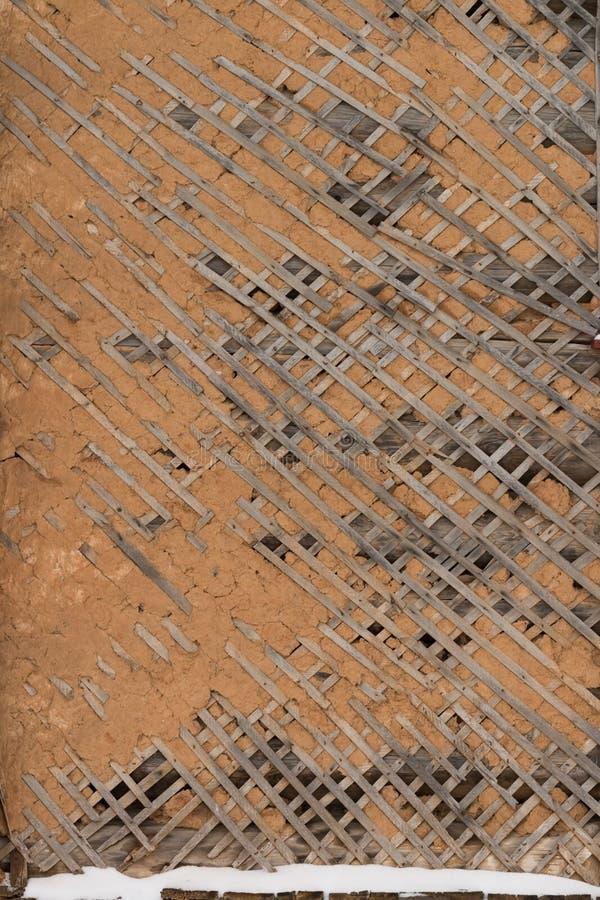 Παλαιό σπασμένο ασβεστοκονίαμα στο πηχάκι στοκ εικόνες με δικαίωμα ελεύθερης χρήσης