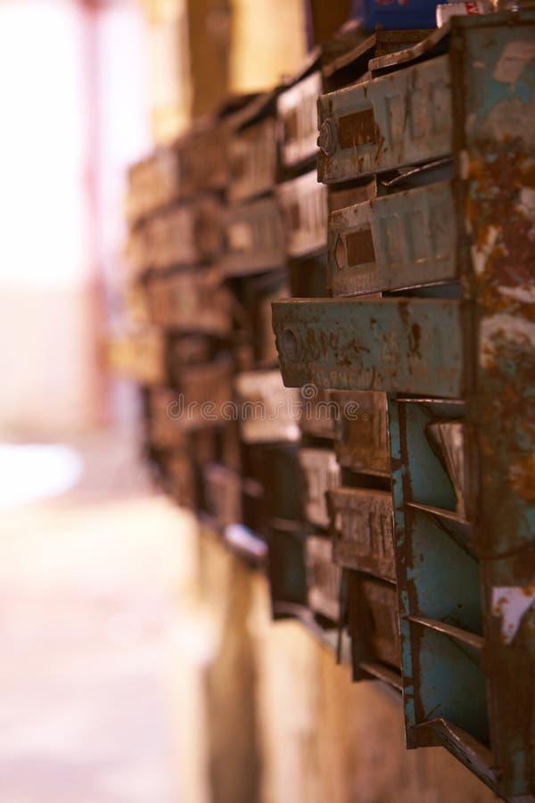 Παλαιό ταχυδρομείο ταχυδρομικών θυρίδων στοκ εικόνα