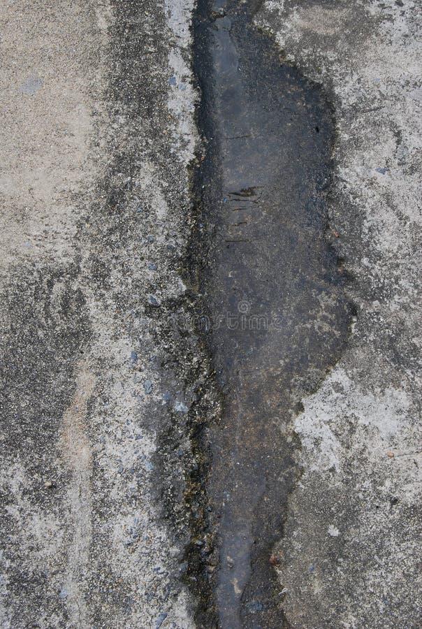 Παλαιό τσιμέντο με την πλημμύρα νερού στοκ εικόνα