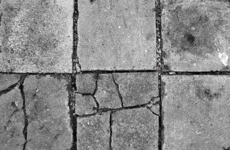 Παλαιό τσιμεντένιο πάτωμα με τις ρωγμές στοκ εικόνες