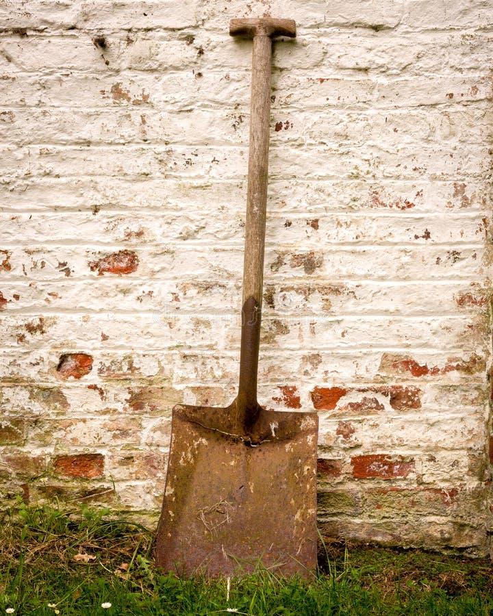 Παλαιό φτυάρι κήπων στοκ εικόνα με δικαίωμα ελεύθερης χρήσης