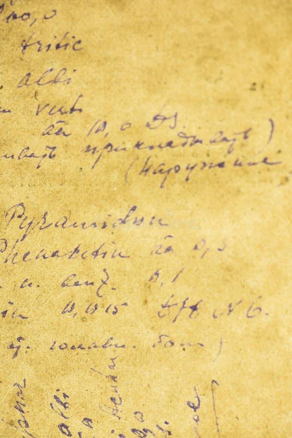 Παλαιό φύλλο εγγράφου με μια συνταγή που γράφεται με το χέρι στοκ εικόνα με δικαίωμα ελεύθερης χρήσης