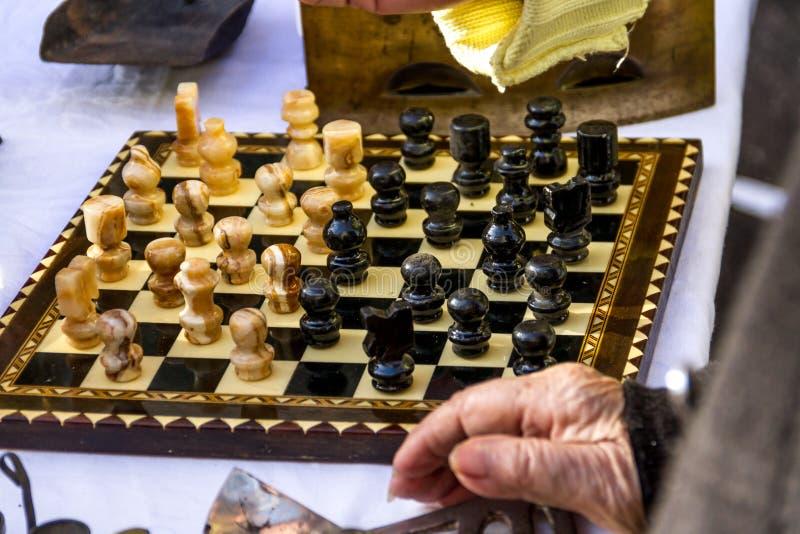 Παλαιό χαρτόνι σκακιού στοκ εικόνα