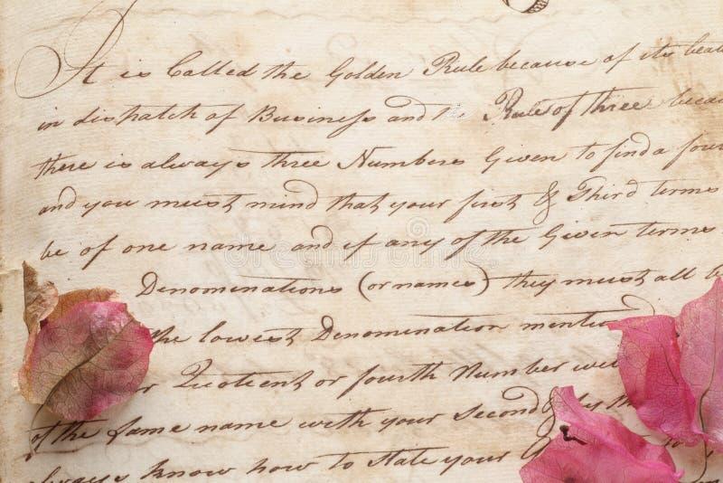 Παλαιό χειρόγραφο χεριών εγγράφων με τα λουλούδια στοκ φωτογραφία