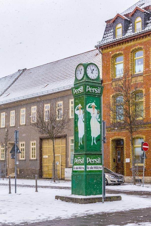 Παλαιό clocktower με τη διαφήμιση για τη σκόνη πλύσης στο χιόνι στοκ φωτογραφία με δικαίωμα ελεύθερης χρήσης