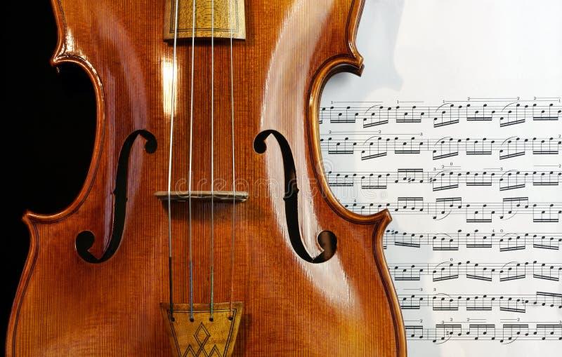 Παλαιό Viola στο φύλλο μουσικής στοκ φωτογραφίες