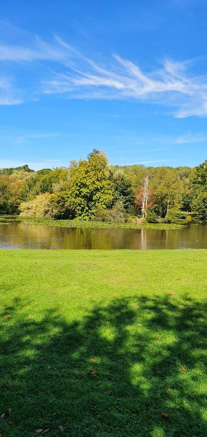 Πεζοδρόμια στη λίμνη και τα πάρκα στοκ φωτογραφίες