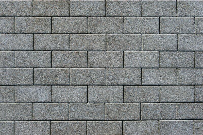 Πεζοδρόμιο που στρώνεται με το γκρίζο ορθογώνιο τούβλο στοκ εικόνες με δικαίωμα ελεύθερης χρήσης