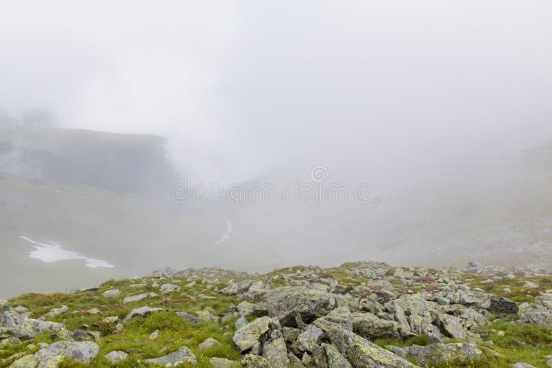 Πεζοπορία στην αιχμή του βουνού Retezat στοκ φωτογραφία με δικαίωμα ελεύθερης χρήσης