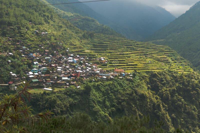 Πεζούλια ρυζιού και χωριό Bayo Bayo στις Φιλιππίνες στοκ εικόνες