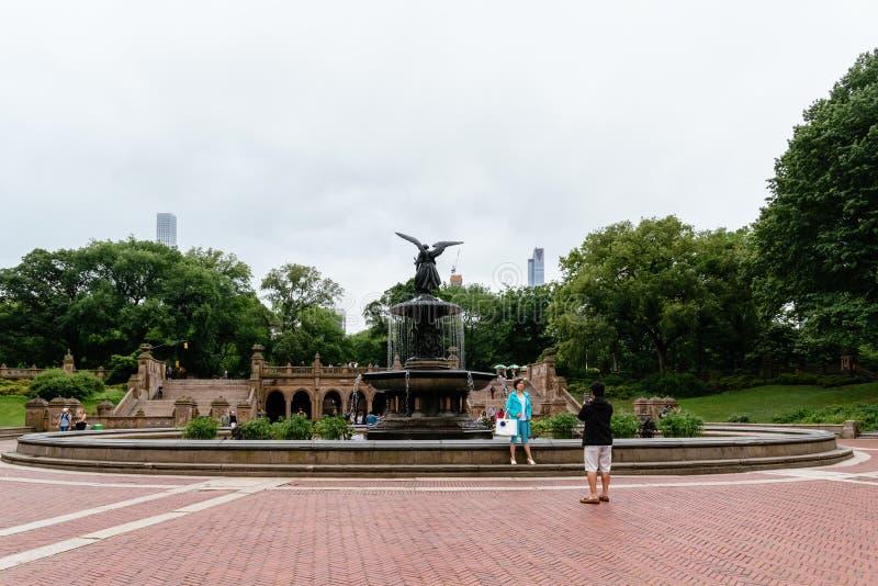 Πεζούλι και πηγή Bethesda στο Central Park στη Νέα Υόρκη στοκ φωτογραφία