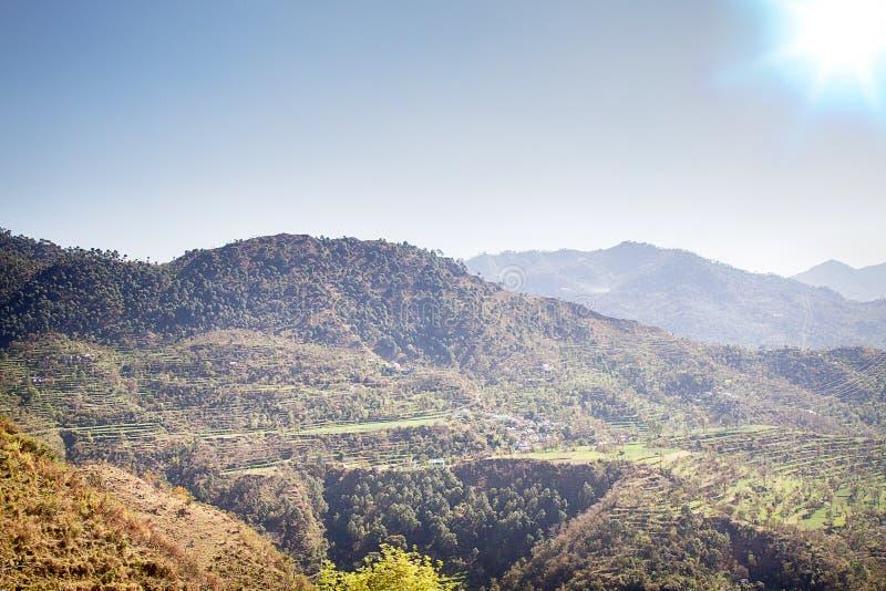Πεζούλι που καλλιεργεί τα βουνά στοκ εικόνες