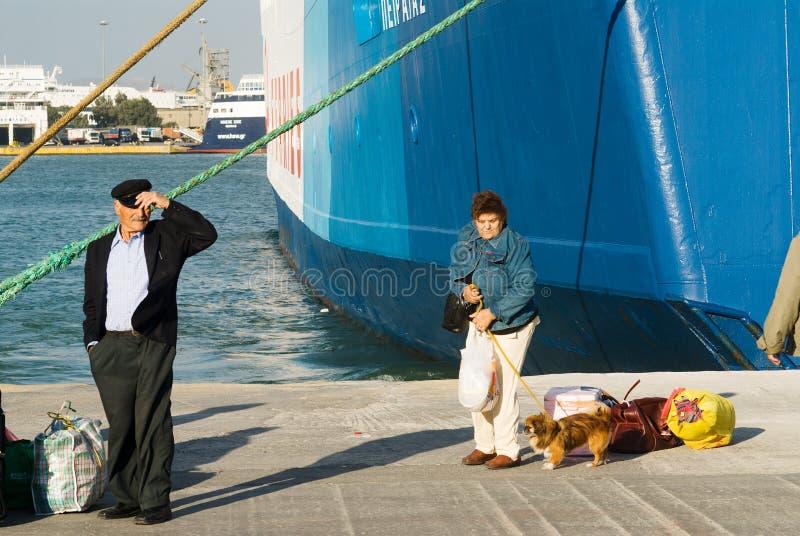 ΠΕΙΡΑΙΑΣ, ΕΛΛΑΔΑ: Ο λιμένας του Πειραιά καλύπτει συνήθως τα προγράμματα στα δημοφιλέστερα ελληνικά νησιά στοκ φωτογραφίες