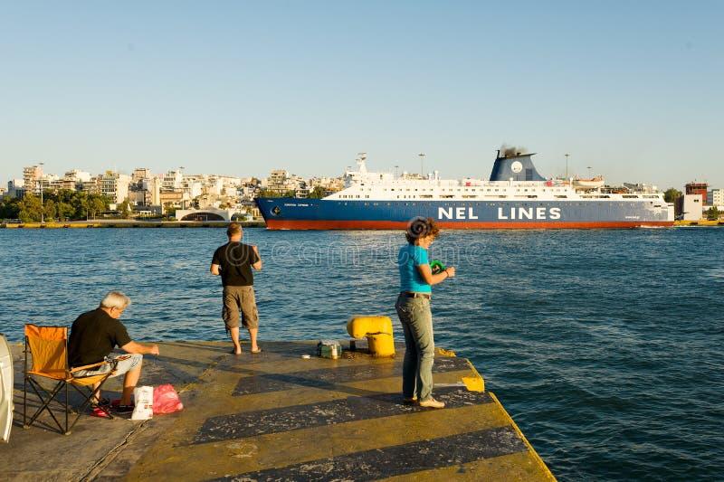ΠΕΙΡΑΙΑΣ, ΕΛΛΑΔΑ: Ο λιμένας του Πειραιά καλύπτει συνήθως τα προγράμματα στα δημοφιλέστερα ελληνικά νησιά στοκ εικόνες