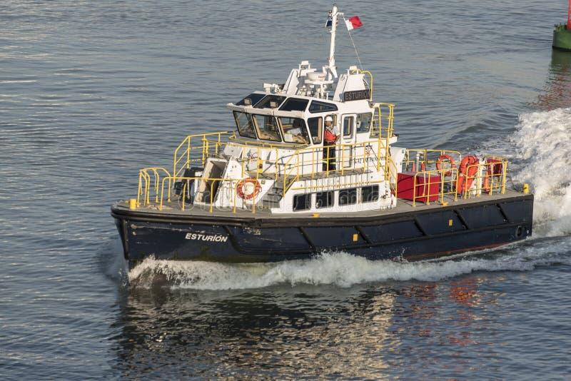 Πειραματική βάρκα Esturion αρχής καναλιών του Παναμά από την πριγκήπισσα νησιών κοντά στις κλειδαριές καναλιών του Παναμά στοκ εικόνες με δικαίωμα ελεύθερης χρήσης