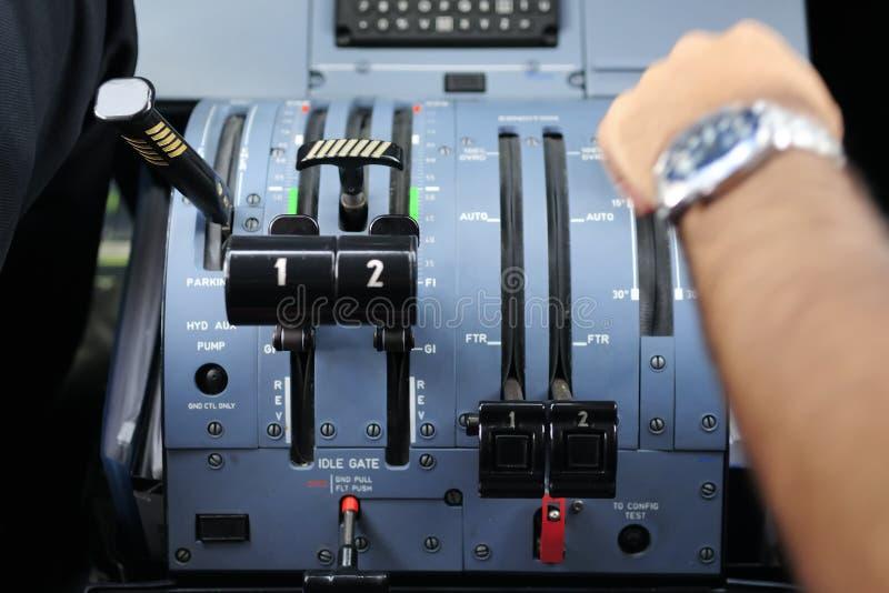 Πειραματικός στο πιλοτήριο ενός αεροπλάνου στοκ φωτογραφία με δικαίωμα ελεύθερης χρήσης