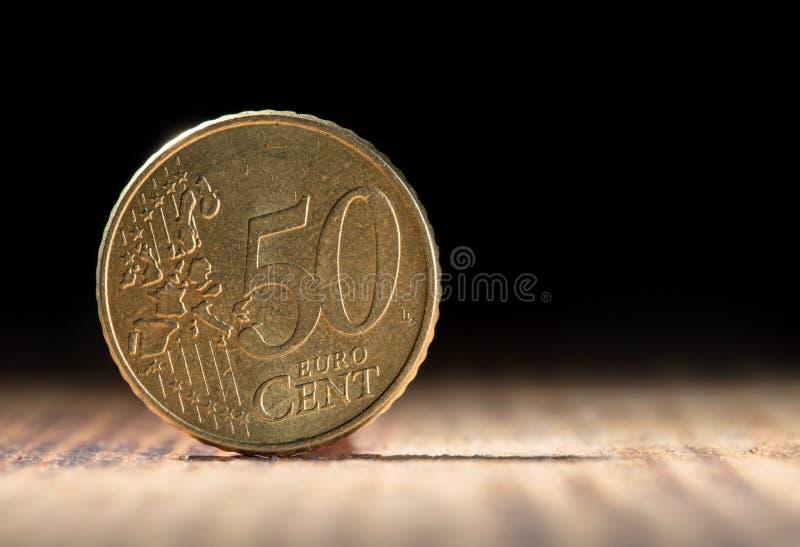 Πενήντα ευρο- σεντ στο μαύρο υπόβαθρο με το διάστημα αντιγράφων στοκ εικόνες