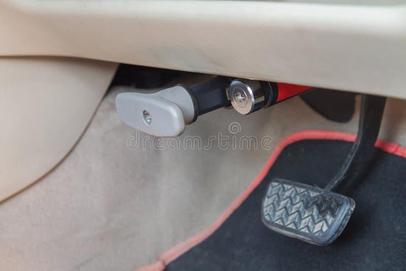 Πεντάλι φρένων κλειδαριών του αυτοκινήτου στοκ φωτογραφίες