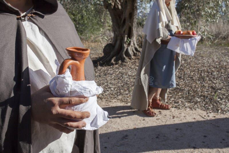 Περίγυρος με τις προσφορές τροφίμων και κρασιού στοκ φωτογραφία
