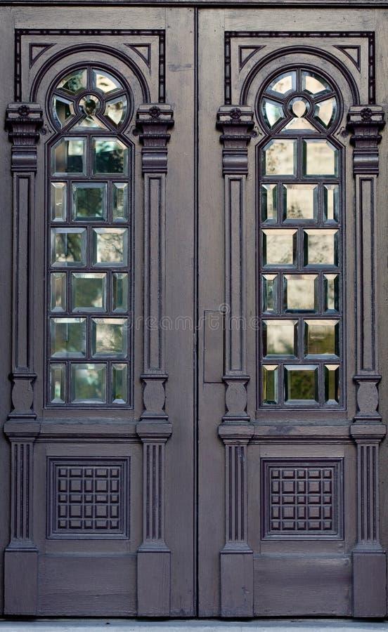 περίκομψος ξύλινος πορτώ&nu στοκ φωτογραφίες με δικαίωμα ελεύθερης χρήσης