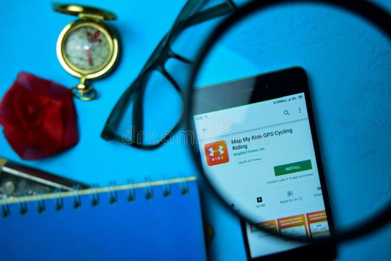 Περίπατος με το χάρτη ο περίπατός μου dev app με την ενίσχυση στην οθόνη Smartphone στοκ εικόνες