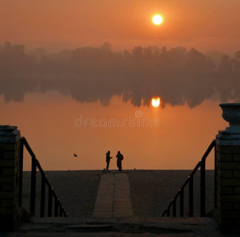 Περίπατος πρωινού κατά μήκος του περιπάτου, δήλωση της αγάπης στοκ εικόνες