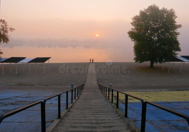 Περίπατος πρωινού κατά μήκος του περιπάτου, δήλωση της αγάπης στοκ φωτογραφίες