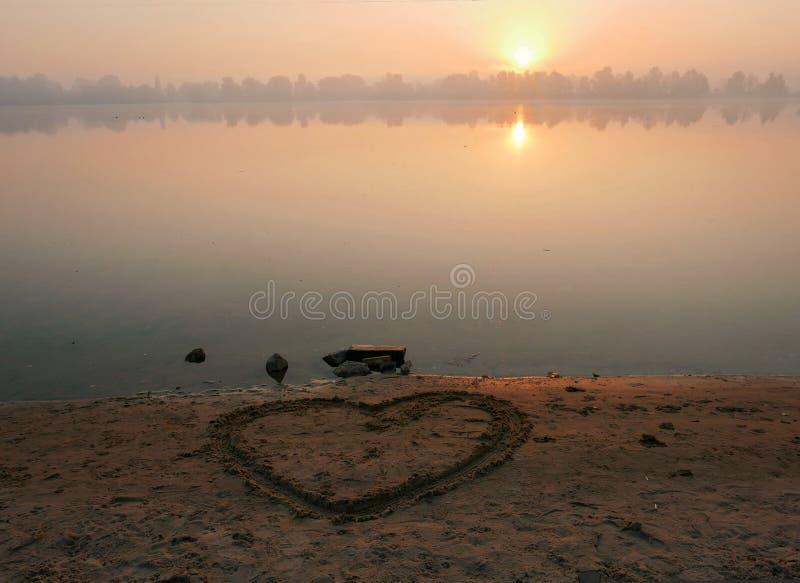 Περίπατος πρωινού κατά μήκος του περιπάτου, δήλωση της αγάπης στοκ εικόνες με δικαίωμα ελεύθερης χρήσης