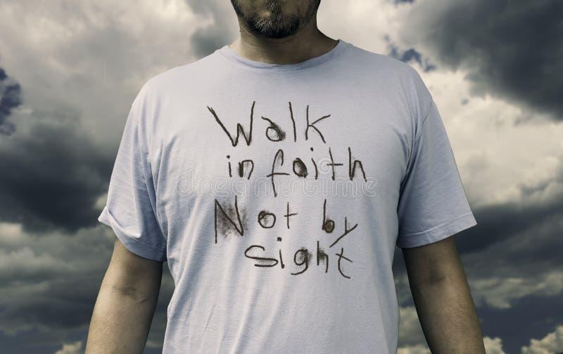 Περίπατος στην πίστη στοκ εικόνες με δικαίωμα ελεύθερης χρήσης