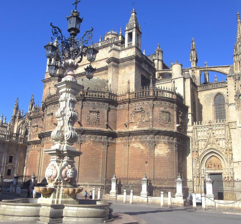 Περίπατος της Σεβίλης μπροστά από τον καθεδρικό ναό στοκ φωτογραφίες