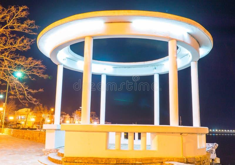 Περίπατος Gazebo τη νύχτα Pomorie στη Βουλγαρία στοκ φωτογραφία με δικαίωμα ελεύθερης χρήσης