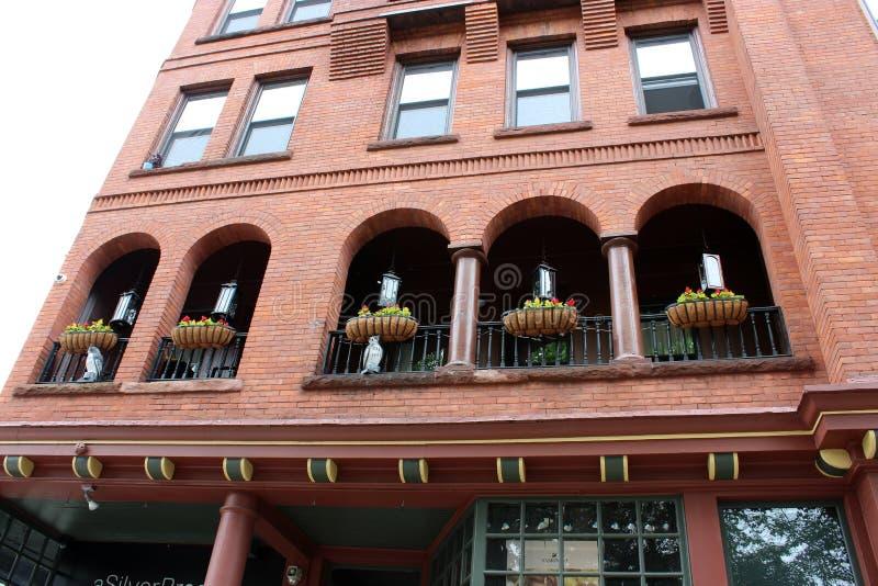 Περίπλοκη λεπτομέρεια στην εξωτερική αρχιτεκτονική του ιστορικού Algonquin κτηρίου, στο κέντρο της πόλης Saratoga Springs, Νέα Υό στοκ εικόνα με δικαίωμα ελεύθερης χρήσης