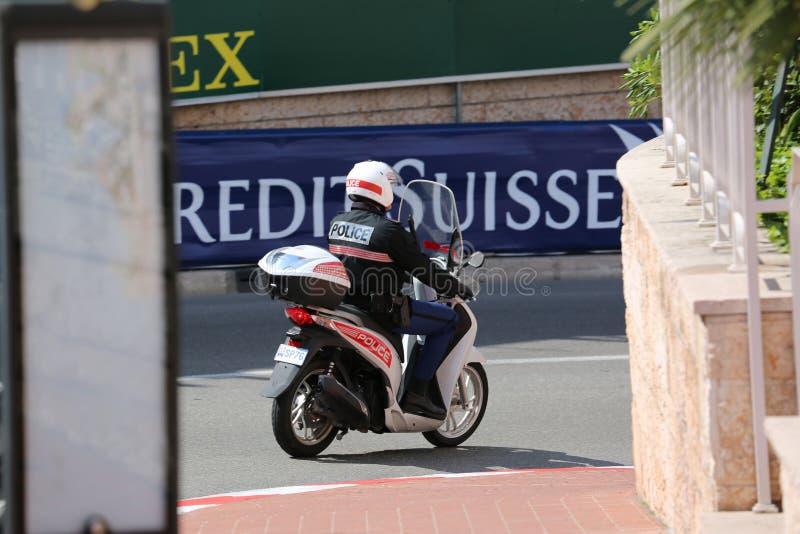 Περίπολος αστυνομικών του Μονακό στο μηχανικό δίκυκλο μηχανών στοκ εικόνες με δικαίωμα ελεύθερης χρήσης
