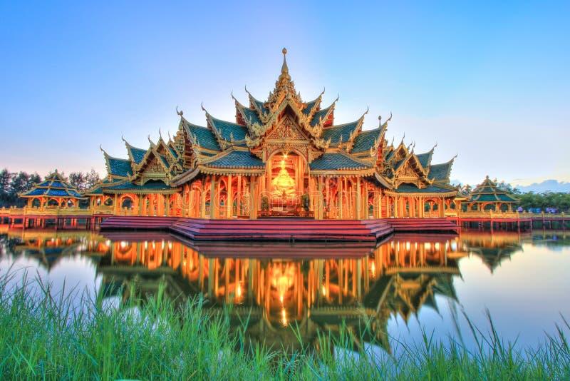 Περίπτερο διαφωτισμένη στο αρχαίο Σιάμ, Samutparkan, Ταϊλάνδη στοκ φωτογραφίες