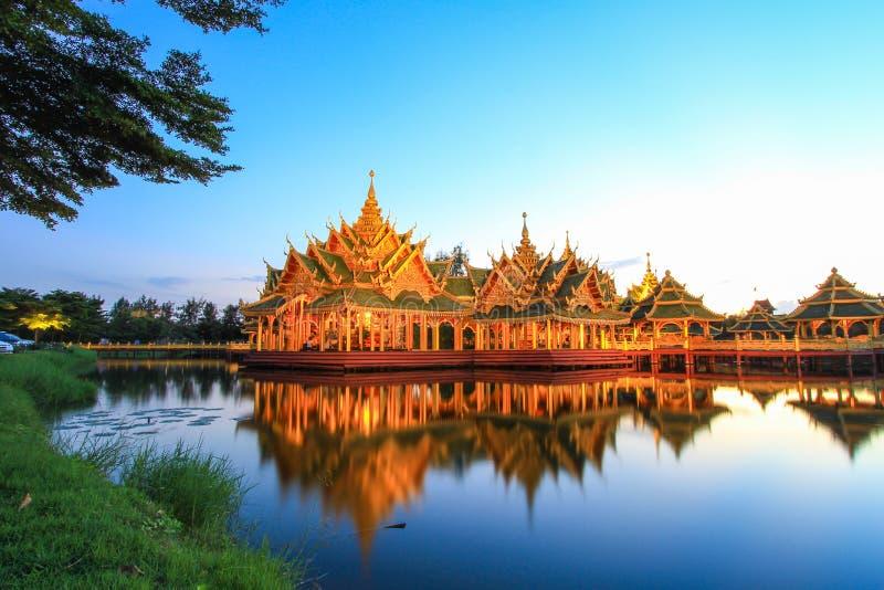 Περίπτερο διαφωτισμένη στο αρχαίο Σιάμ, Samutparkan, Ταϊλάνδη στοκ εικόνες