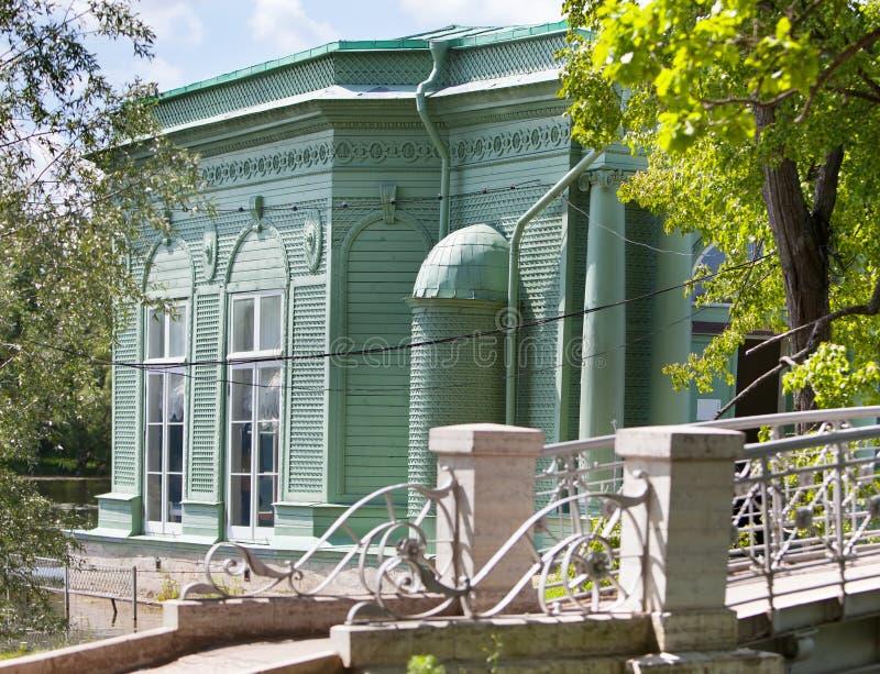 Περίπτερο της Αφροδίτης στο πάρκο Γκάτσινα Πετρούπολη Ρωσία στοκ εικόνα με δικαίωμα ελεύθερης χρήσης