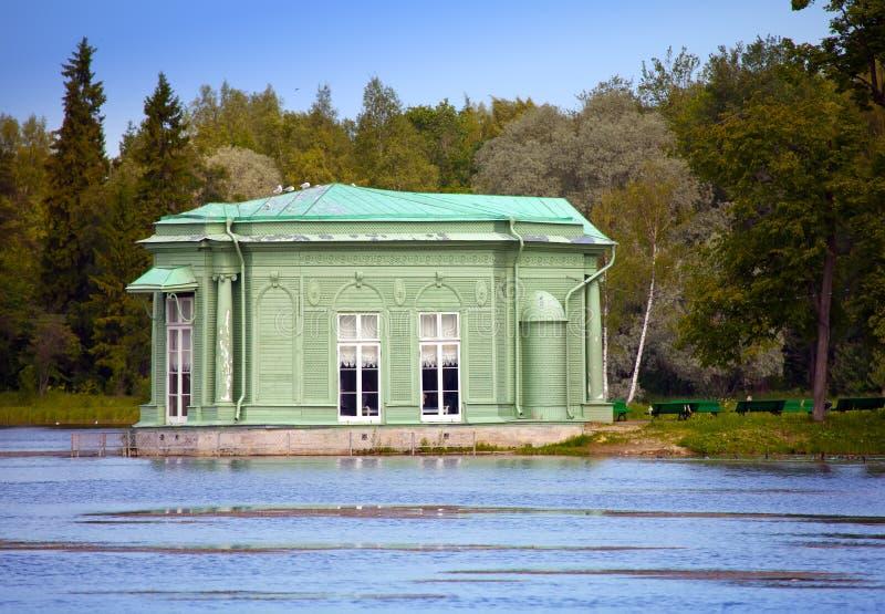 Περίπτερο της Αφροδίτης στο πάρκο Γκάτσινα Πετρούπολη Ρωσία στοκ φωτογραφία