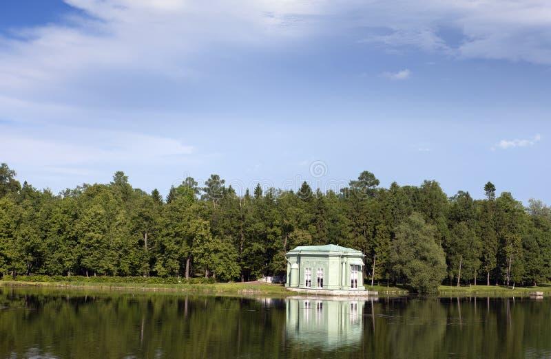 Περίπτερο της Αφροδίτης στο πάρκο Γκάτσινα Πετρούπολη Ρωσία στοκ εικόνες με δικαίωμα ελεύθερης χρήσης