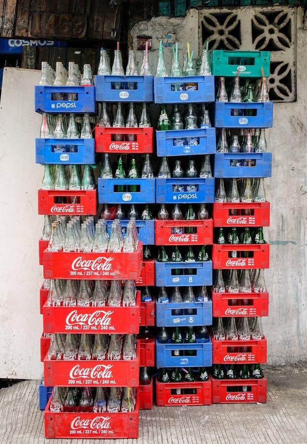 Περίπτωση των ποτών στην οδό στην πόλη Quezon στη Μανίλα, Φιλιππίνες στοκ φωτογραφία με δικαίωμα ελεύθερης χρήσης