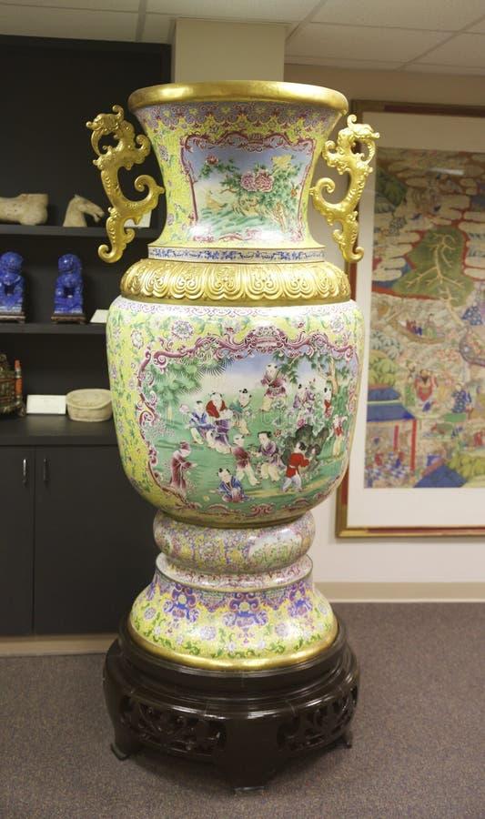 Περίπλοκα διακοσμημένο κινεζικό βάζο σε ένα μουσείο στοκ φωτογραφίες με δικαίωμα ελεύθερης χρήσης