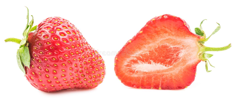 Περικοπή και ολόκληρη φράουλα που απομονώνονται στοκ εικόνα