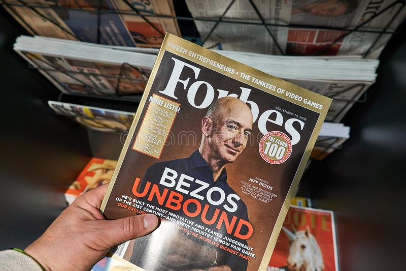 Περιοδικό του Forbes με το Jeff Bezos στοκ φωτογραφία με δικαίωμα ελεύθερης χρήσης