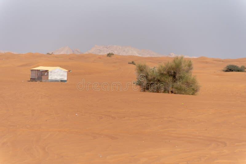 Περιοχή ερήμων της Σάρτζας, μια από τις επισκεμμένες θέσεις για από-κοντά από τα roaders, μεγάλο κόκκινο για να οδοντώσει το βράχ στοκ εικόνα με δικαίωμα ελεύθερης χρήσης