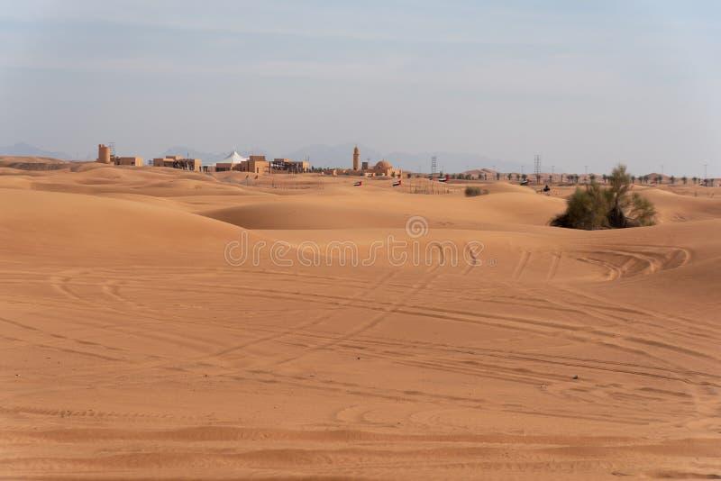 Περιοχή ερήμων της Σάρτζας, μια από τις επισκεμμένες θέσεις για από-κοντά από τα roaders, μεγάλο κόκκινο για να οδοντώσει το βράχ στοκ φωτογραφία με δικαίωμα ελεύθερης χρήσης