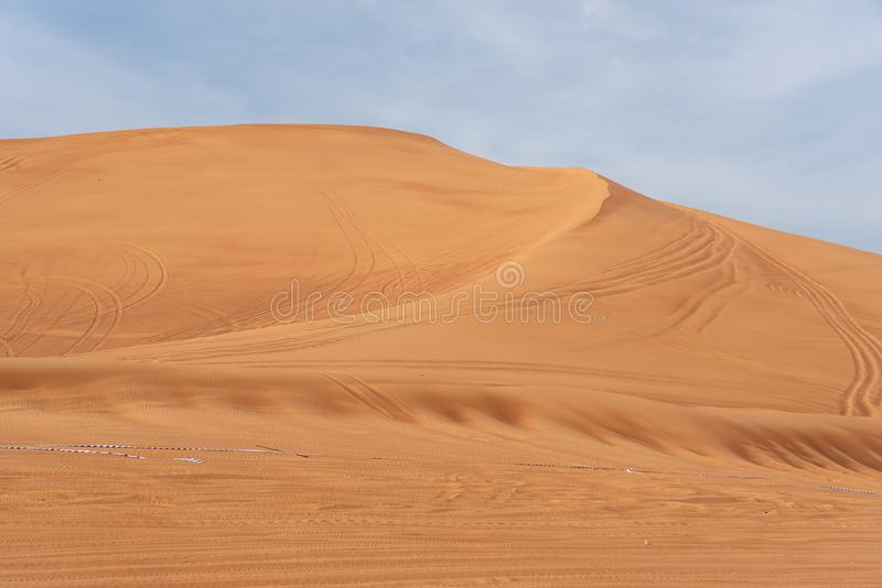 Περιοχή ερήμων της Σάρτζας, μια από τις επισκεμμένες θέσεις για από-κοντά από τα roaders, μεγάλο κόκκινο για να οδοντώσει το βράχ στοκ φωτογραφία