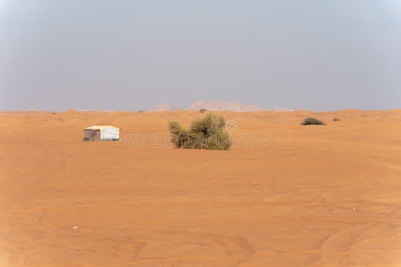 Περιοχή ερήμων της Σάρτζας, μια από τις επισκεμμένες θέσεις για από-κοντά από τα roaders, μεγάλο κόκκινο για να οδοντώσει το βράχ στοκ εικόνες με δικαίωμα ελεύθερης χρήσης
