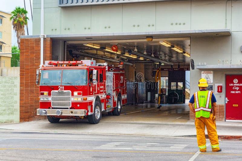 Περιοχή του Λος Άντζελες και πυροσβεστικά οχήματα, βιασύνη στην πυρκαγιά στοκ φωτογραφία με δικαίωμα ελεύθερης χρήσης