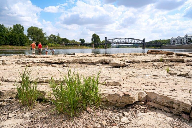 Περιπατητές στο ναός-βράχο Magdeburg στοκ φωτογραφία με δικαίωμα ελεύθερης χρήσης