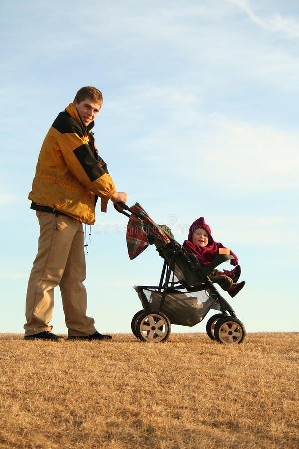 περιπατητής πατέρων στοκ φωτογραφία με δικαίωμα ελεύθερης χρήσης