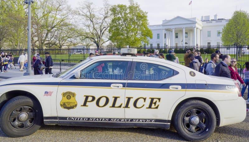 Περιπολικό της Αστυνομίας Μυστικής Υπηρεσίας μπροστά από το Λευκό Οίκο της Ουάσιγκτον - του WASHINGTON DC - της ΚΟΛΟΥΜΠΙΑ - 7 Απρ στοκ εικόνα με δικαίωμα ελεύθερης χρήσης